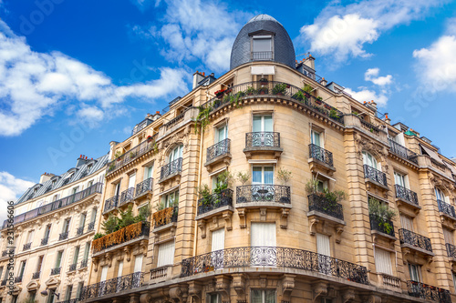 Foto op Aluminium Centraal Europa Facade of Parisian building