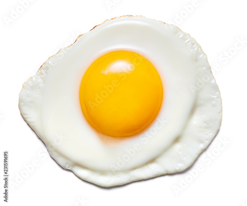 Fotografia top view of fried egg isolated on white background