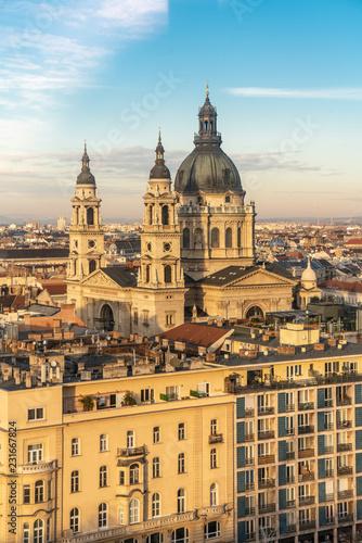 In de dag Moskou Saint Stephen Basilica in Budapest, Hungary aerial view as seen from Budapest Eye ferris wheel