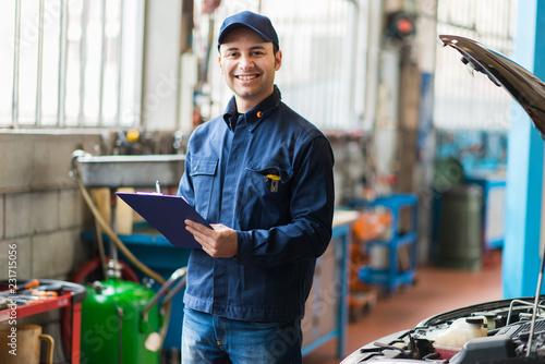 Spoed Foto op Canvas Wanddecoratie met eigen foto Mechanic at work in his garage