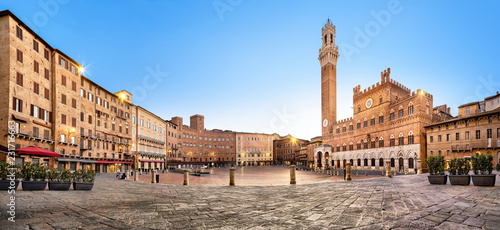 Spoed Foto op Canvas Historisch geb. Panorama of Siena, Italy. Piazza del Campo square with gothic town hall building and tower