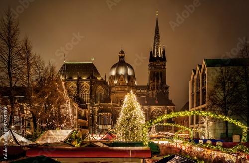 Photo Aachener Dom zur Weihnachtszeit