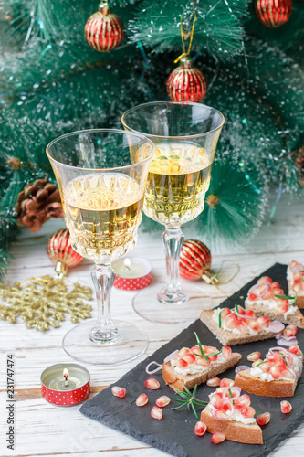 Spoed Fotobehang Voorgerecht Mini sandwiches with feta cheese, pomegranates, red onions and rosemary. Holiday appetizers to wine for gourmets. New year. Christmas
