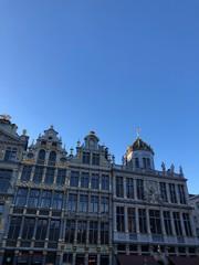 Fototapeta Edifici della Grande Place e splendente cielo blu, Bruxelles, Belgio