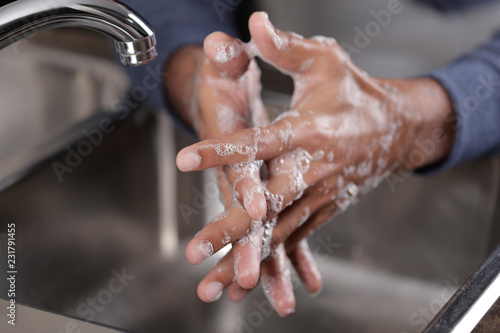 Fotomural  Washing hands with soap and water at the faucet, Hygiene concept
