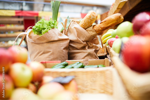 Fotografia  Close-up of shopping bags full of fresh products such like bread vegetables and