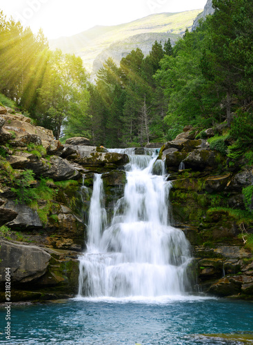 mata magnetyczna Waterfall in Ordesa and Monte Perdido National Park. Pyrenees mountain. Province of Huesca, Spain.