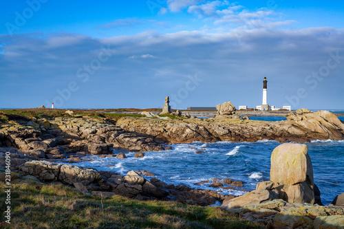 Canvas-taulu Phare de Goulenez et monument Forces Françaises libres depuis la côte, île de Se