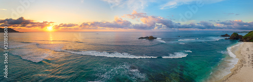 Poster Mer coucher du soleil Panoramic view of tropical beach with surfers at sunset.
