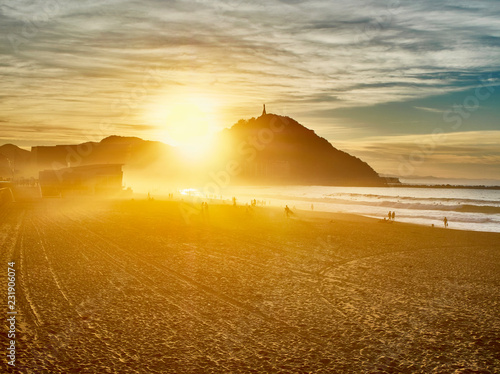 Photo  The sun sets behind the Monte Urgull of San Sebastian, Basque Country, Guipuzcoa