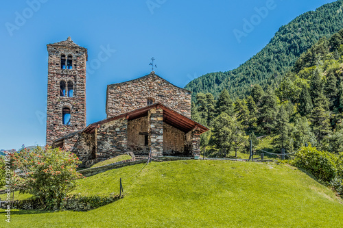 Photo Hilltop and stone church facade in the Pyrenees. Andorra Europe