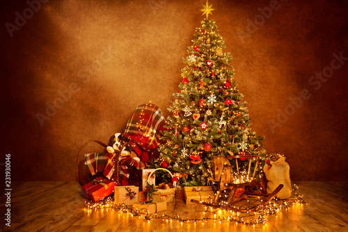 Christmas Tree Lights in Decorated Xmas Room Interior, Lighting Garland Presents Gifts on Wood Floor
