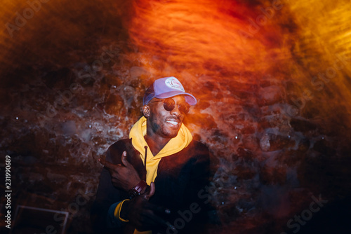 Fotomural African man rapper among colorful light. Long exposure
