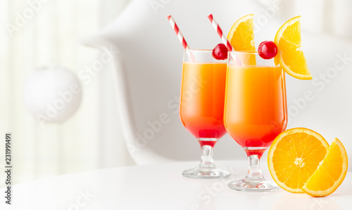Foto op Plexiglas Cocktail Cold tequila sunrise cocktails