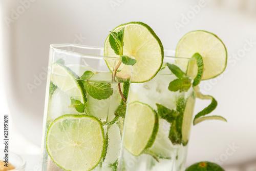 Foto op Plexiglas Cocktail Cold mojito cocktails