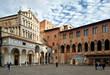 Pistoia, Toscana, Italia, scorcio di Piazza del Duomo, centro della città, con la facciata della chiesa del Duomo, in tipico stile toscano e il gotico palazzo dei Vescovi