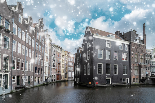 Foto op Aluminium Historisch geb. Facades of old historic Houses over canal water with snow, dutch scenery of Amsterdam, Netherlands