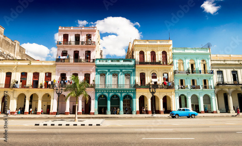 Foto auf Gartenposter Havanna Havana street with colorful buildings high resolution panorama