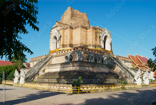Tuinposter Bedehuis Ruins of the ancient Wat Chedi Luang temple in Chiang Mai, Thailand.