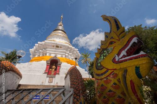 Foto  Wat Ket Karam temple is  beautiful temple in Chiangmai , Thailand