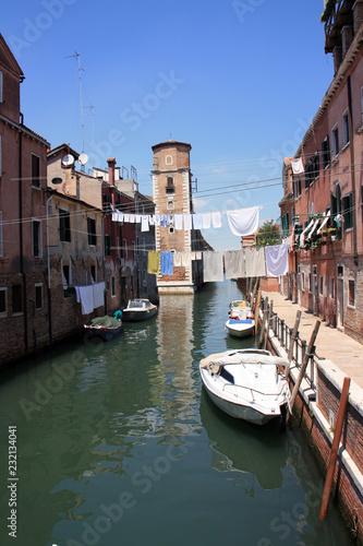Foto op Plexiglas Venetie La tour du canal à Venise