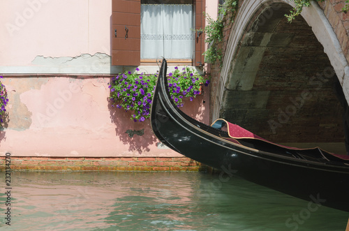 Spoed Foto op Canvas Gondolas Venice canal and gondola