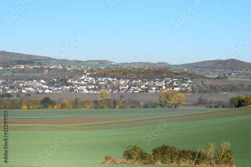 Fotobehang Olijf grüne Hügel über Thür, Eifel