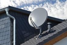 Satelliten-Antenne Auf Einem Z...