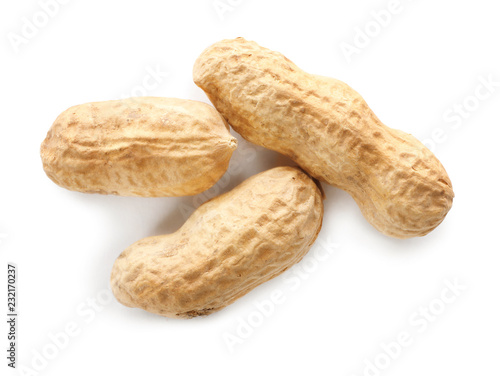 Photo Raw peanuts in pods on white background, top view
