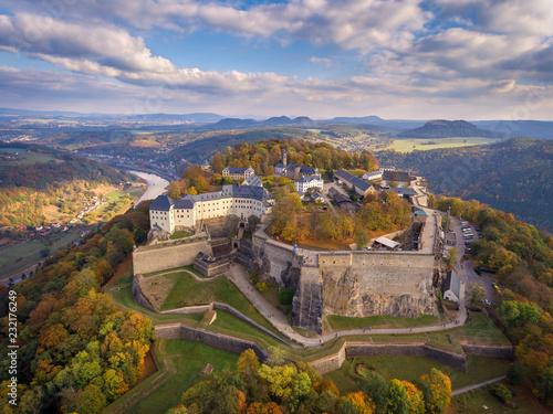 Königstadt, sächsische Schweiz, Festung Königstein im Herbst. Tableau sur Toile