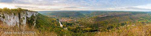 Photo Panorama de la vallée de l'Aveyron à Saint-Antonin-Noble-Val, Occitanie, France