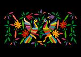 Etniczny meksykański gobelin z haftem w kwiaty i ręcznie robione zwierzęta w dżungli pawia. Naiwne dekoracje ludowe. styl łaciński, hiszpański, śródziemnomorski. Hafty tekstylne kolorowe elementy na białym tle - 232186667