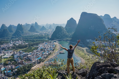 La pose en embrasure Guilin Freedom in the mountains Yangshuo