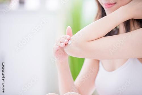 Fotografie, Obraz  woman applying elbow cream