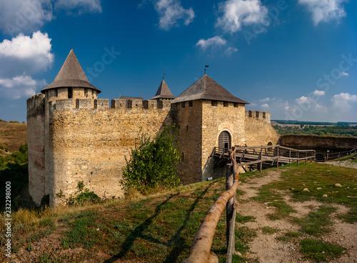 Foto  Khotyn fortress on a sunny day. Ukraine.