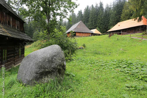Photo traditional slovakian village in the Open Air Museum of ancestry