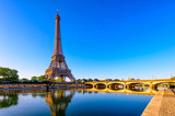 Fototapeta Fototapety z wieżą Eiffla - View of Eiffel Tower and river Seine at sunrise in Paris, France. Eiffel Tower is one of the most iconic landmarks of Paris