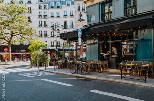 Papiers peints Velo Cozy street with tables of cafe in Paris, France