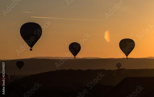 Foto op Plexiglas Luchtsport Balloon in the sunset