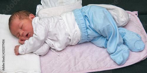 Fotografía  The newborn old 3 days is sleeping