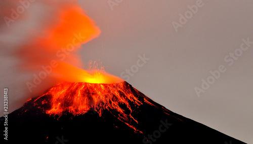 Obraz na plátně Volcán Tungurahua, Ecuador