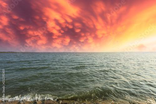 Foto  Beautiful coastline and dramatic sky at sunset
