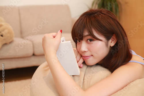 Fotografie, Obraz  読書する女性