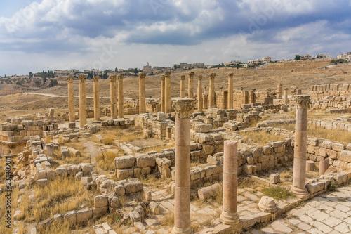 Foto op Aluminium Rudnes Ancient Roman ruins, walkway along the columns in Jerash, Jordan