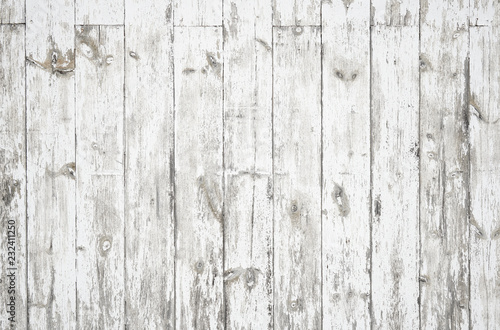 Fotografía  Faded white dirty weathered wood surface with long boards lined up