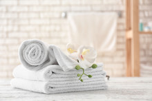Towels With Flowers On Light T...