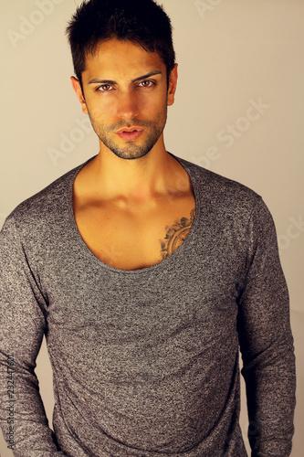 Fotografía  Portrait of sexy young man