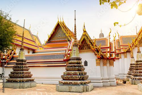 Spoed Foto op Canvas Bedehuis Temple of the Emerald Buddha at sunset, Thailand, Bangkok, Wat Phra Kaew. The royal grand palace