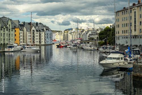 Foto auf Gartenposter Stadt am Wasser fairytale town in Norway, ålesund