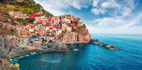 Poster de jardin Europe Méditérranéenne Second city of the Cique Terre sequence of hill cities - Manarola. Colorful spring morning in Liguria, Italy, Europe. Picturesqie seascape of Mediterranean sea. Traveling concept background.